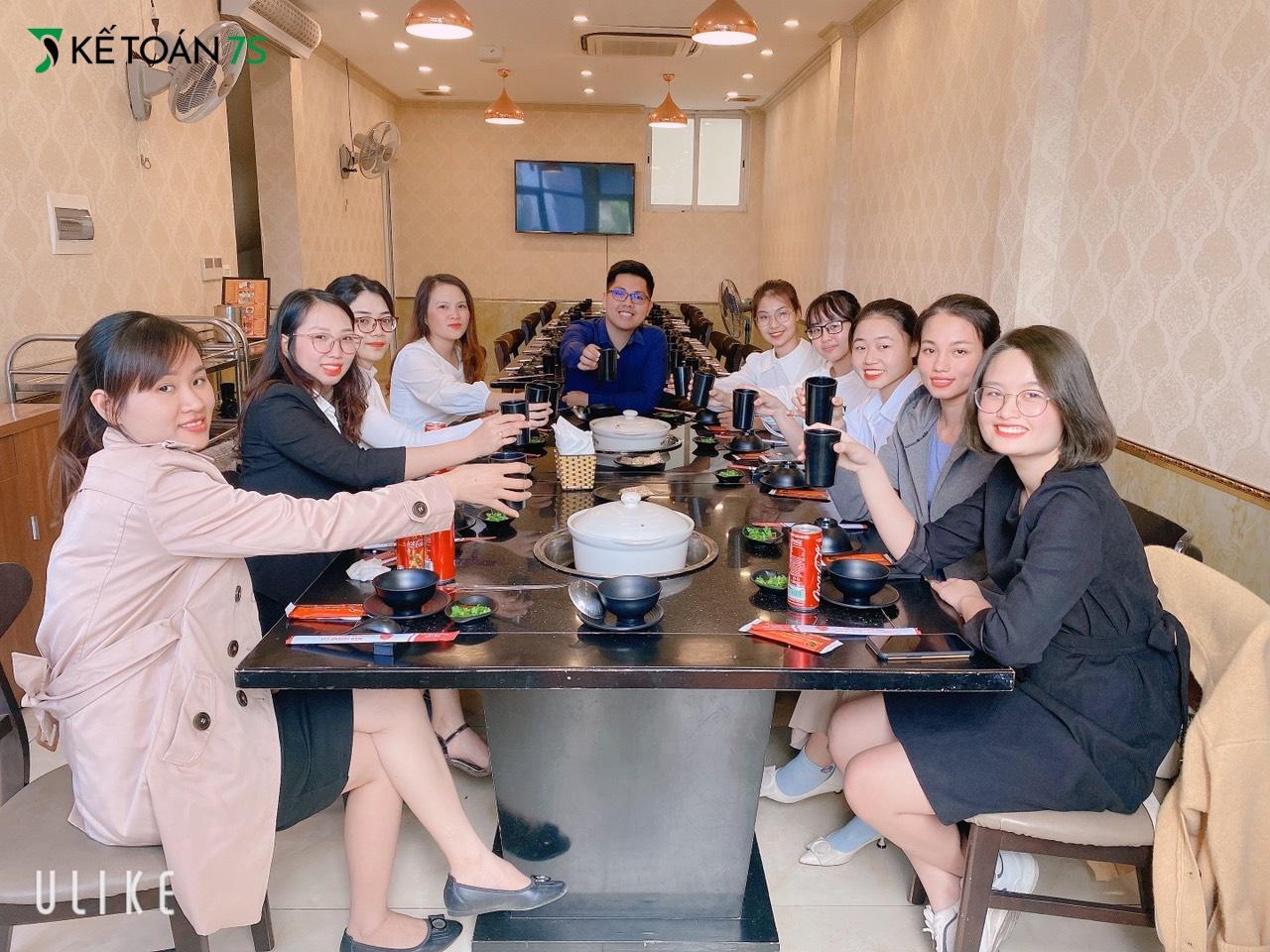 Sau buổi ra mắt thương hiệu mới, hai công ty đã có buổi ăn trưa ấm cúng hứa hẹn sự hợp tác lâu dài và bền chặt.